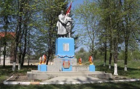 д. Вензовец Дятловского р-на. Памятник, установленный в 1967 году в память о 87 земляках, не вернувшимся с войны.