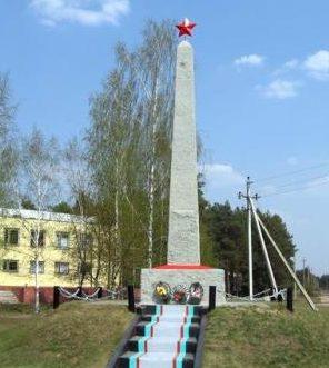 п. Гезгалы Дятловского р-на. Памятник землякам, установленный в 1984 году.