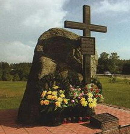 д. Белая Сморгонского р-на. Памятник жертвам Первой и Второй мировых войн.