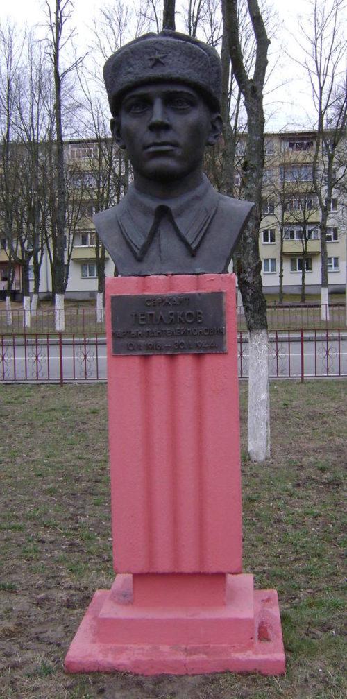 Бюст Герою Советского Союза Теплякову М. П.