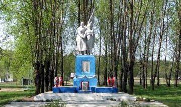 д. Горка Дятловского р-на. Памятник, установленный в 1967 году в память о 45 земляках, не вернувшимся с войны