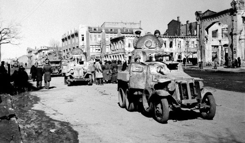 Красная Армия входит в город. Февраль 1943 г.
