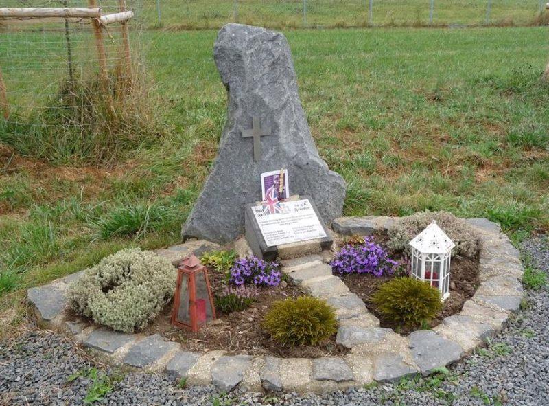 г. Даун р-н Ренген. Памятник на месте гибели самолета союзников «Halifax JD375» 31 июля 1943 года.