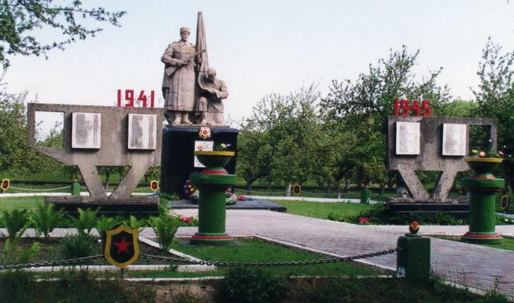 д. Солоное Жлобинского р-на. Памятник, погибшим 62 землякам, погибших в годы войны.