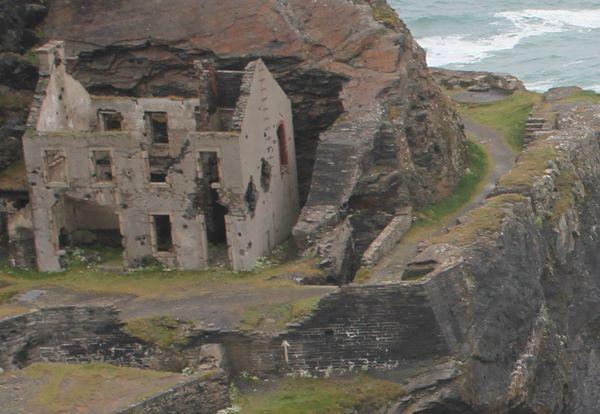 Сооружения на острове Capucins.