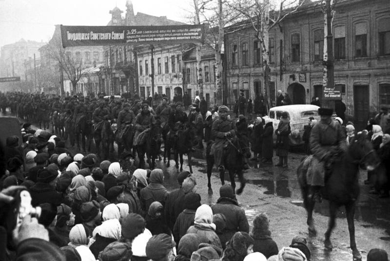Город снова встречает освободителей. Февраль 1943 г.