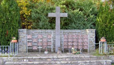 г. Инзуль. Памятник землякам, погибшим во время обеих мировых войн.
