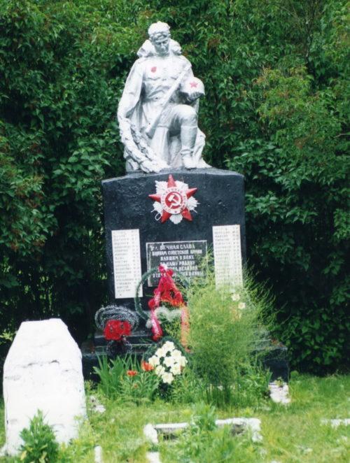 д. Щедрин Жлобинского р-на. Памятник, установленный в 1959 году на братской могиле, в которой похоронено 58 советских воинов.