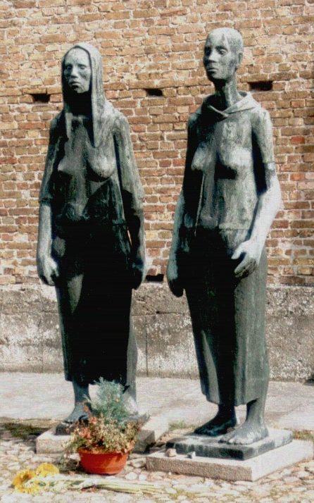 Памятник «Две Женщины» у крематория.