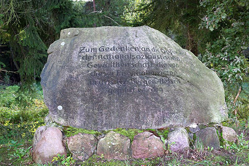 г. Берген-Бельзен. Мемориал «Rampe Bergen», установленный на железнодорожном вокзале Бергена, где в 1943-1945 годах в товарных вагонах прибыли десять тысяч человек в концлагерь Берген-Бельзен.