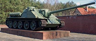 г. Фюрстенберг. Памятник-САУ СУ-100, установлен в память об освобождении региона.
