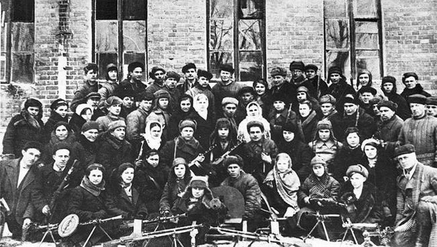 Партизанский отряд Михаила Трифонова (Югова) в городе. Февраль 1943 г.