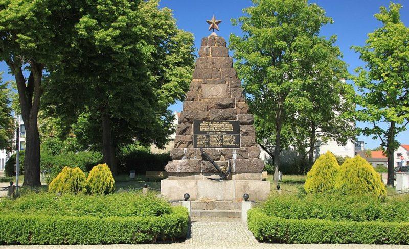 г. Фюрстенберг. Памятник советским воинам.