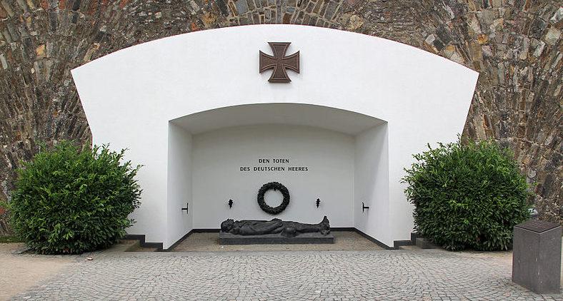 г. Кобленц. Памятник немецким солдатам, погибшим в обеих мировых войнах.
