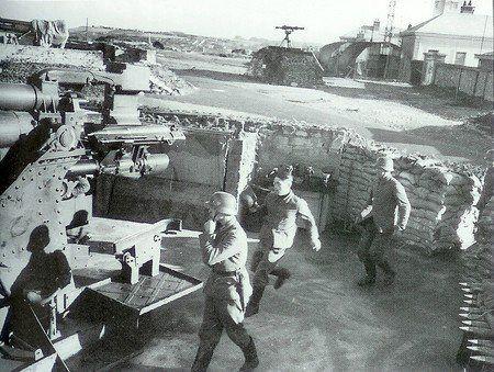 Орудия береговых батарей.