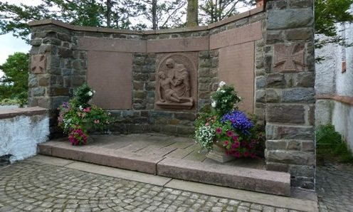 Коммуна Лихтенборн. Памятник землякам, погибшим во время обеих мировых войн.