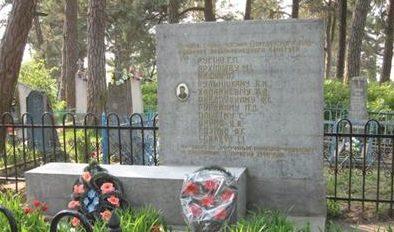 г. Дятлово. Братская могила на городском кладбище, членов Дятловского подпольного антифашистского комитета.