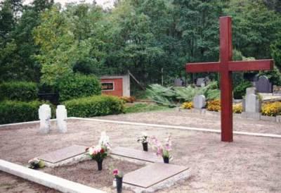 д. Хенникендорф. Братская могила немецких солдат, погибших апреле-мае 1945 года.