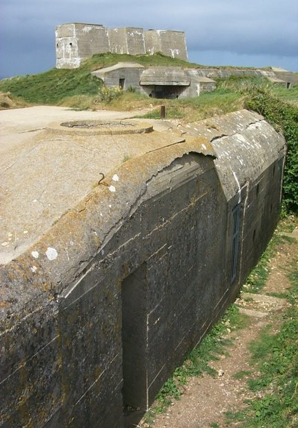 Укрепления береговой линии обороны.