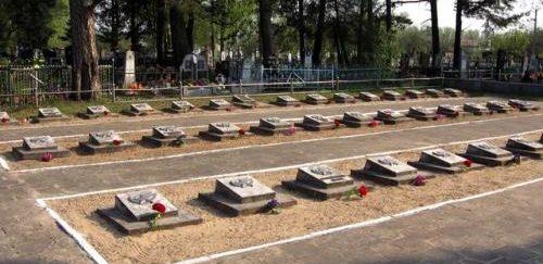 Могилы погибших детей.