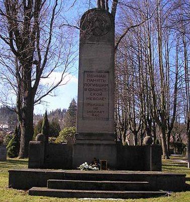 г. Ильменау. Памятник, установленный на братской могиле, в которой похоронено78 советских военнопленных.