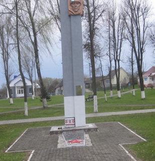 Агрогородок Солы Сморгонского р-на. Памятник советским воинам.