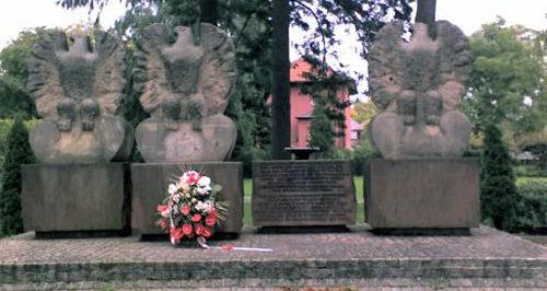 г. Хоэн-Нойендорф. Памятник польской 1-й армии.
