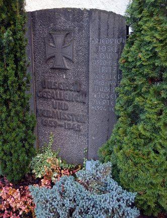 д. Нерен (Мозель). Памятник землякам, погибшим во время Второй мировой войны.