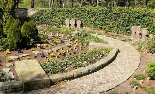 п. Вангероге. Кладбище, где похоронен 131 немецкий солдат и 107 иностранных подневольных работников, погибших вследствие бомбардировки союзников 25 апреля 1945 года.