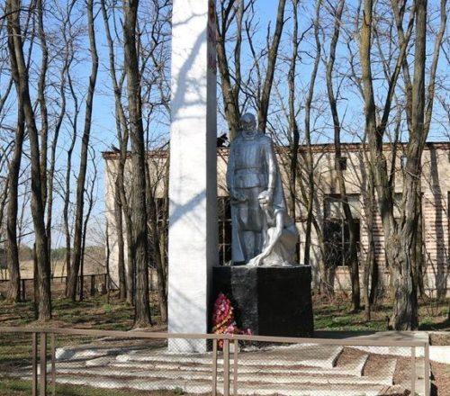 д. Борщевка Хойникского р-на. Памятник в зоне отчуждения советским воинам, погибшим в годы войны.