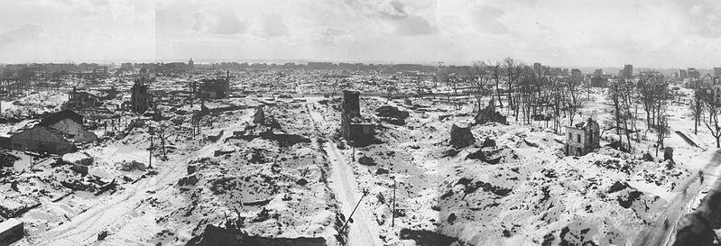 Руины города после освобождения. Декабрь 1944 г.
