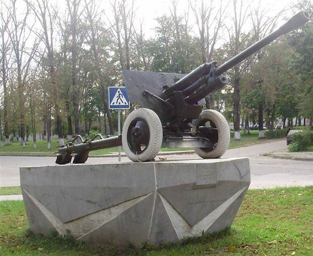г. Дятлово. Памятник «Пушка» по улице Красноармейской в честь советских воинов.
