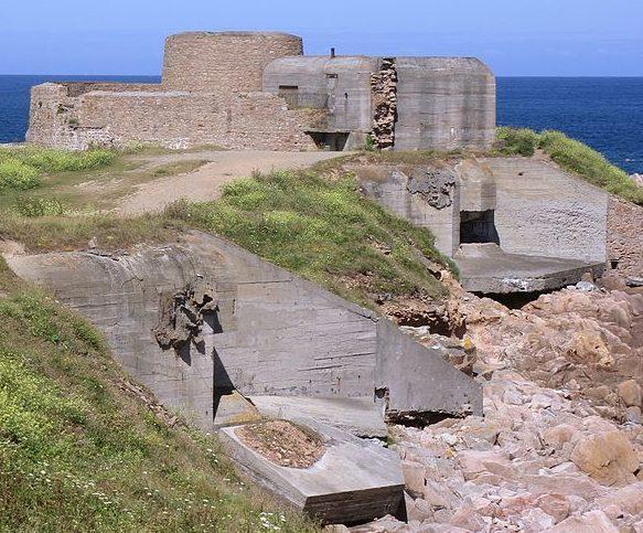 Оборонные сооружения острова.