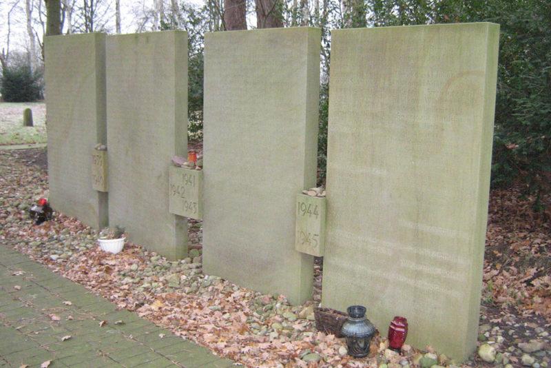 д. Версен. Памятник на месте концлагеря Versen (Emslandlager IX), где погибло 297 жертв.