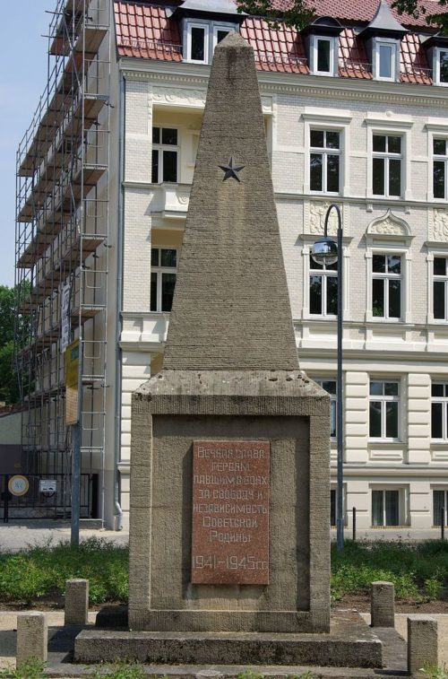 г. Цоссен. Памятник Советской Армии.