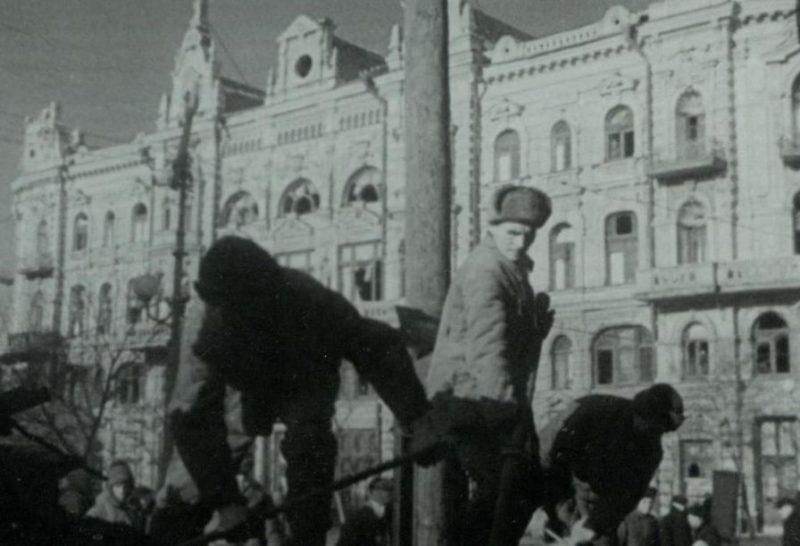 Восстановительные работы в городе. Март 1943 г.