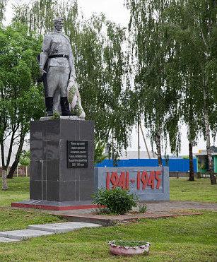 д. Глинище Хойникского р-на. Памятник воинам, партизанам и мирным гражданам, погибшим в годы войны.