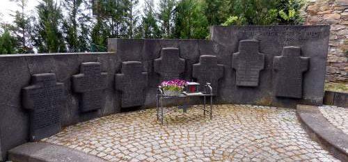 г. Ренс. Памятник землякам, погибшим во время обеих мировых войн.