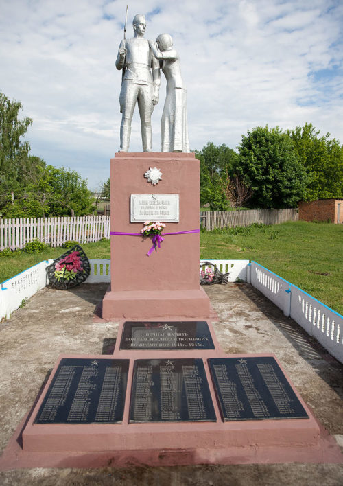 д. Прудок Калинковичского р-на. Памятник погибшим землякам.