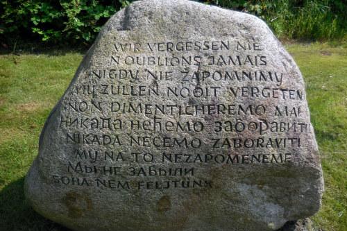 г. Вильгельмсхафен. Памятный камень, установленный на месте концлагеря Вильгельмсхафен, в котором содержалось 1 125 заключенных, из которых погибло 234 человека.
