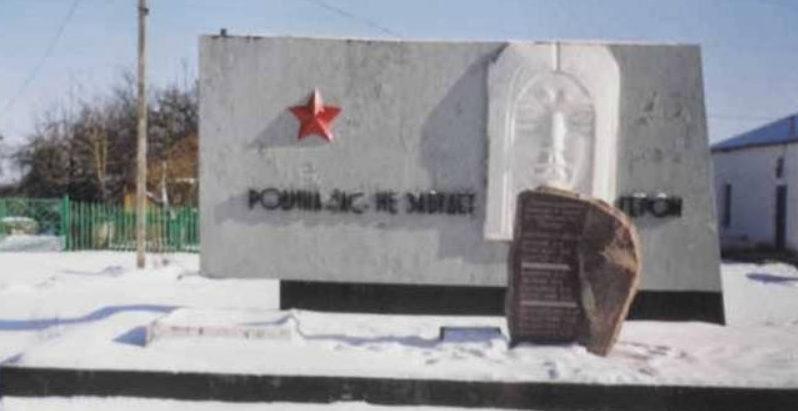 д. Василишки Щучинского р-на. Памятник погибшим землякам.