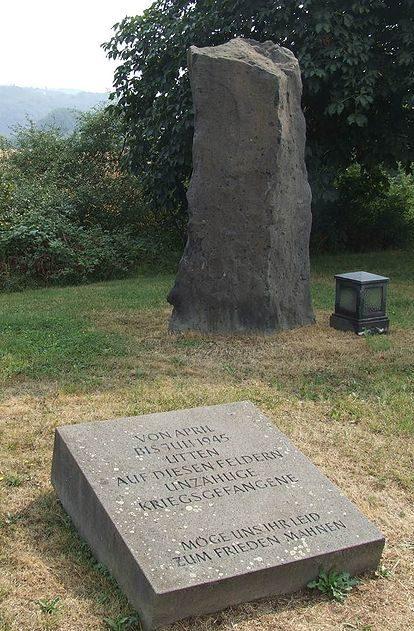 г. Синдзиг-Бад-Бодендорф. Памятник на лагерном кладбище, где похоронено 1 212 военнопленных из концлагеря «Золотая миля».
