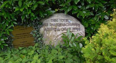 г. Вильгельмсхафен. Памятный камень в честь экипажа броненосца «Адмирал Граф Спи», затонувшего во время морского сражения в Рио-де-ла-Плита в 1939 году.