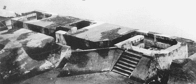 Фрагмент крыши бункера с ячейками для зенитных орудий.