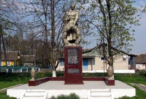д. Засетье Дятловского р-на. Памятник, установленный в 1967 году в память о 22 земляках, не вернувшимся с войны.