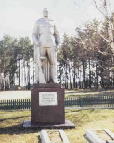 д. Грамки Щучинского р-на. Братская могила советских воинов.