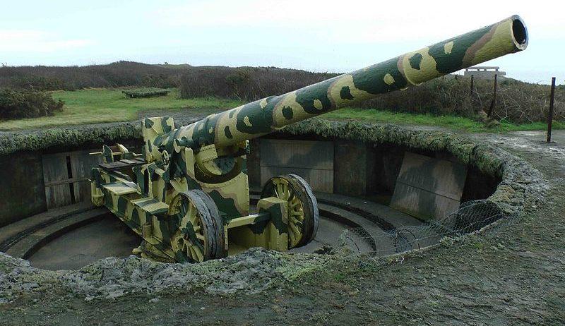 220-мм орудие K532 (f) на открытой позиции.