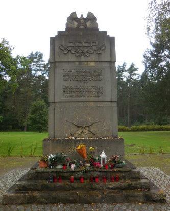 Коммуна Витцендорф. Памятник на месте концлагеря «Stalag XD 310», через который прошло около 100 тысяч заключенных, из которых 16 тысяч погибло.
