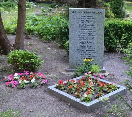 п. Шонехей. Братская могила советских солдат.