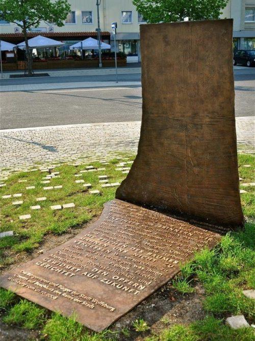 г. Вольфсбург. Памятник на месте трудового лагеря «Арбайтсдорф», в котором содержалось 800 заключенных.